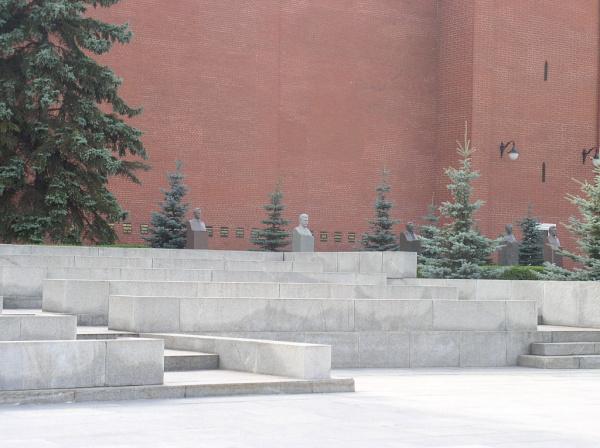 Захоронен у Кремлевской стены — Отто Вирземнек