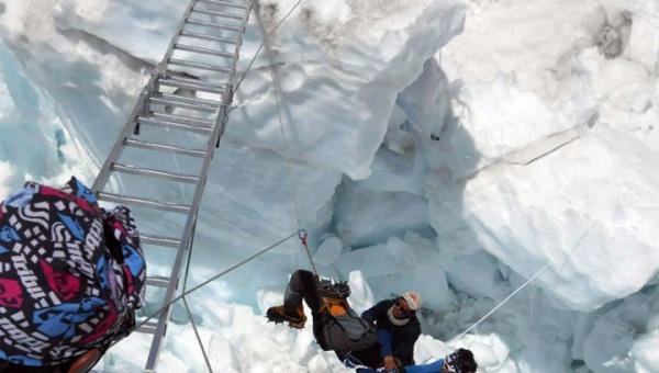 Российские альпинисты отправляются в «зону смерти» на Эвересте